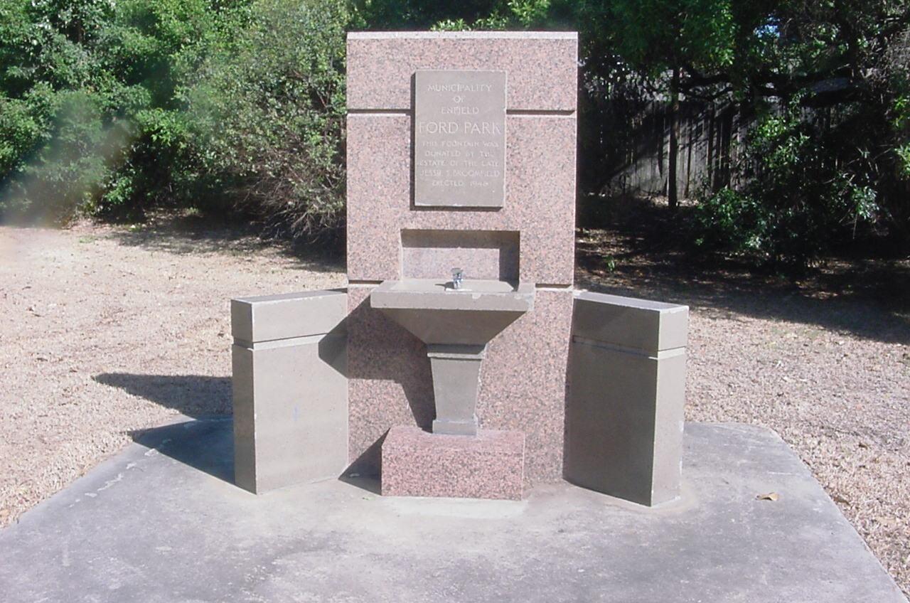 Jessie Bloomfield Dog Fountain, Ford Park