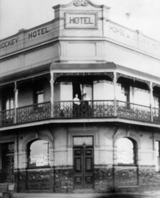 horse-jockey-hotel-1