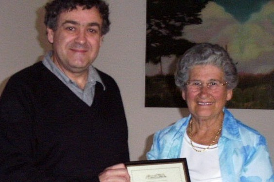 Cr Bill Carney, Mayor of Strathfield presenting Doreen Rich with a certificate of service in 2004